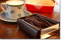 QUEEN ALICEのオレンジチョコ。おいしかったなり。もちろん,コーヒーと一緒に(^^)