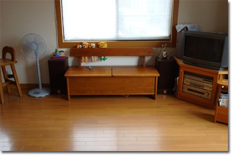 ユウキチ&カズボン氏共同所有のベンチ兼おもちゃ箱