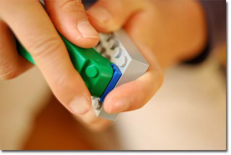 LEGO®外しがあれば,こんな小さなパーツも簡単に外せる~