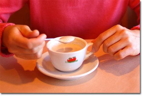食後のコーヒー。これだけは,おいらの作る方がおいしかったな。えへん。