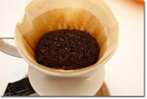 ほんわかとふくらむコーヒー粉。早く飲みたいなり。