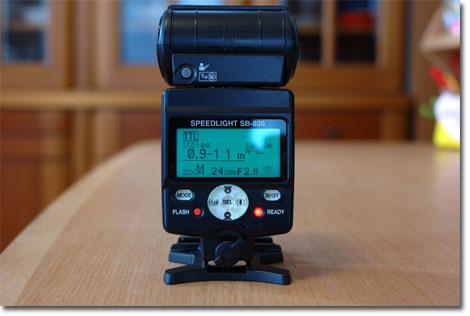 背面はこんな感じ。SB800自体の操作性は,じつはあんまり良くない・・・。