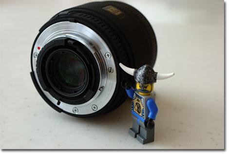 LEGOおじさんが示すのが,ボディ内モーターとの駆動軸。