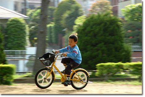 ご近所公園を快走するカズボン  【GWフォトアルバムはこちら!】