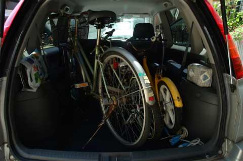 1800ccのクルマに自転車3台は過積載でござる・・・。