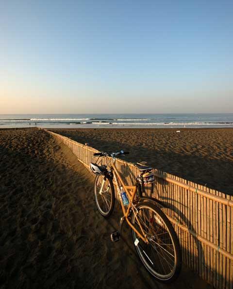 砂浜そのものを走ってみようかとチャレンジしましたが,重くて進みませんでした(TT)