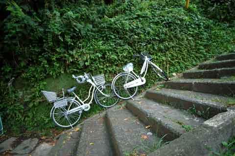 鎌倉山はとにかく激坂です。この自転車はなぜ転げ落ちないのだろう?
