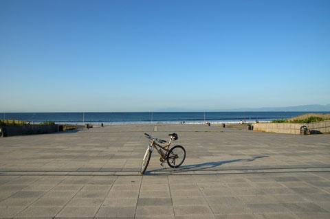 夏の喧噪が嘘のように静かな片瀬海岸。  【フォトアルバムはこちら!】