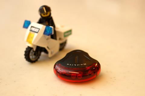 TOPEAKの「レッドライト」。LEGOお巡りさんも注目しています。