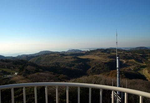 大楠山山頂からの眺め。遠~くに江ノ島が見えます。  【大楠山ヒルクライムのフォトアルバムはこちら!】