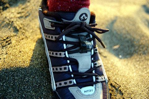 SPDシューズSH-MT31。ビンディングなのに,どこでも歩けて便利♪ なんだけど……。