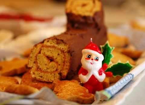我が家伝統(もう,9年目だ)の,「ブッシュ・ド・ノエル」ケーキ。