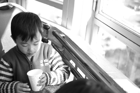 窓際でのんびりとジュースを飲む。ランドマークタワーじゃできないなぁ。