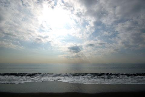 今日の海岸は,コロコロと天気が変わりました。富士山は残念ながら見えず・・・。