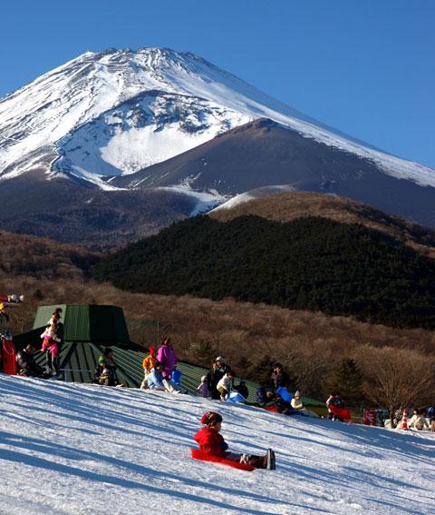富士山の麓で滑走するユウキチさん