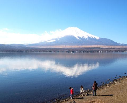 こちらは山中湖。ちょいと白飛びしちゃったのが残念。