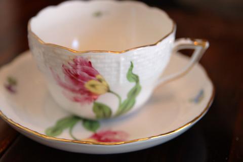 「備屋珈琲」はカップが選べるのです。これは奥さま。