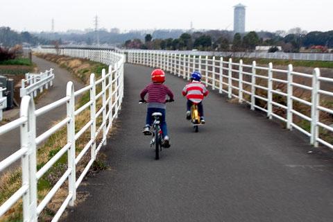 境川サイクリングロードを疾走するチビ2匹 【フォトアルバム(親族用)はこちら~】