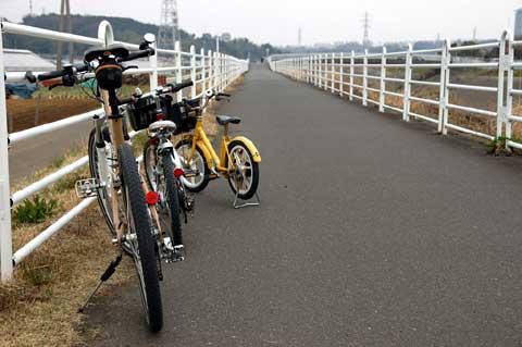 境川CRで飯田牧場を目指す。やっぱり,チビ達とのポタはLGS SIX号です