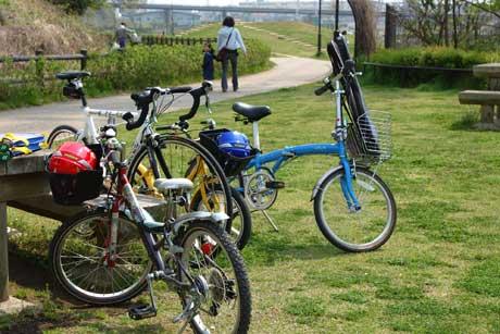 密集する我が家の自転車達・・・。