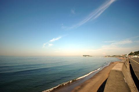 GWの喧噪も去り,のどかな七里ヶ浜。なんだかんだ言って,ここはいいなぁ・・・。