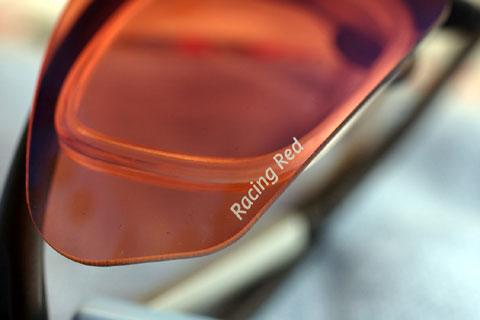 レンズカラーは迷わず(本当は偏光レッドと悩んだけど),RACING REDに。