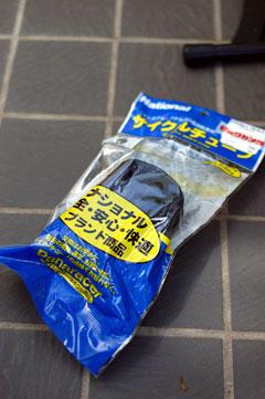 チューブはビックカメラで500円なり。