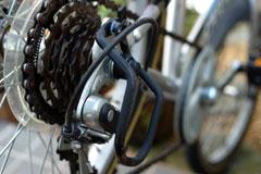 チビ達の自転車には必ずディレイラガードがある。