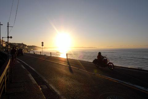 早朝はバイクも自転車も気持ちいいのです(七里ヶ浜)