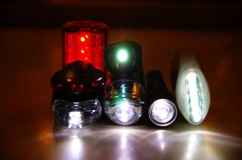 全部点灯させるとド派手~。ダイソーライトのパワーも目立ちます。