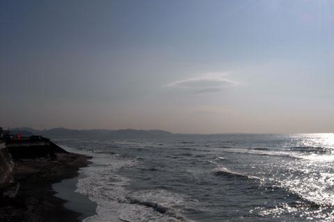 七ヶ浜から望む三浦半島。あんな遠くまで(電車で)行ってきたんだなぁ・・・