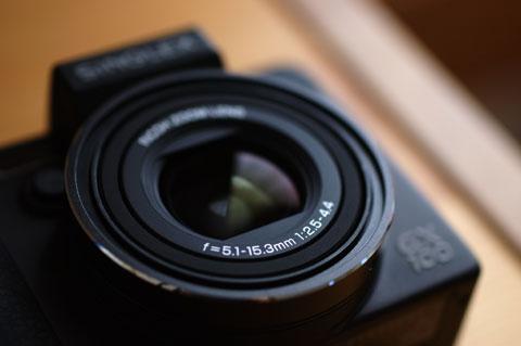 GX100の命,24mm相当からスタートする広角ズームレンズ。