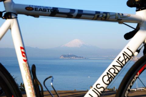 我が自転車人生で初めて,披露山から富士山を拝めました(^^) 【フォトアルバムはこちら~】
