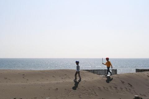 江ノ島~茅ヶ崎間の海沿いCRはすぐ横が海なのです。