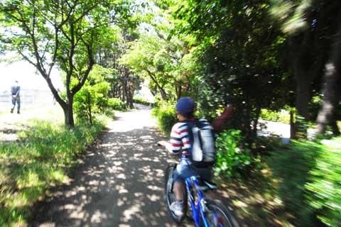 家族みんなで境川CRを疾走!(うそ。時速15kmくらいです…)
