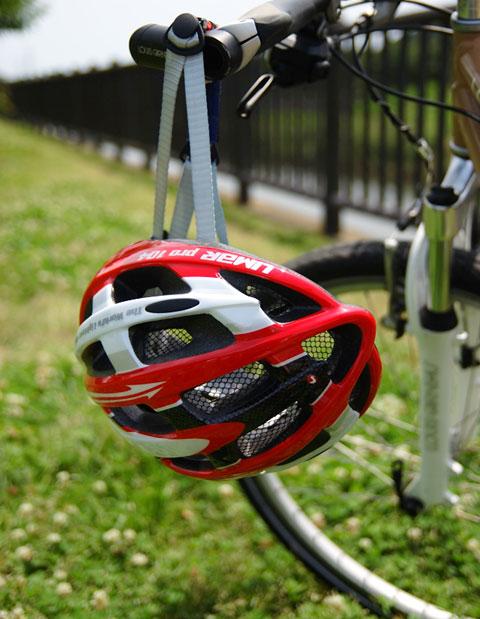 ヘルメットだって結構重くて,首に負担がかかっているんです。