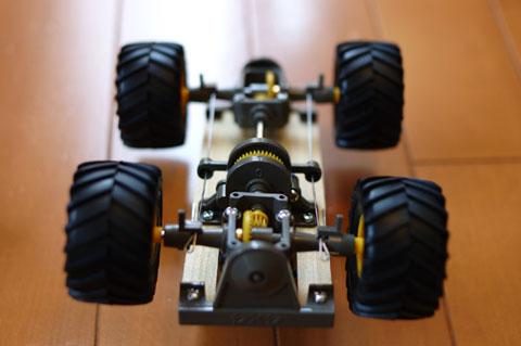 ユウキチ号は,シャフトドライブ式の四輪駆動車。さて,どんな動きをするのかな・・・?
