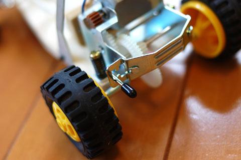 ハイ&ローの2段変速です。しかも,ユニット丸ごとサスペンションでフローティングです。