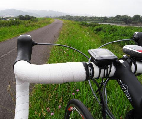 のどかだな~♪ どこまでも平らな阿武隈川サイクリングロード。
