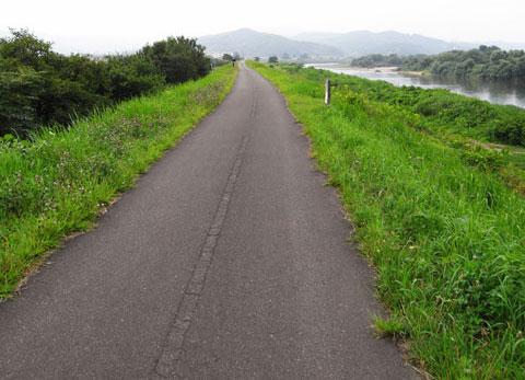 どこまでも続く一人旅。走りやすいCRなのになぁ……。