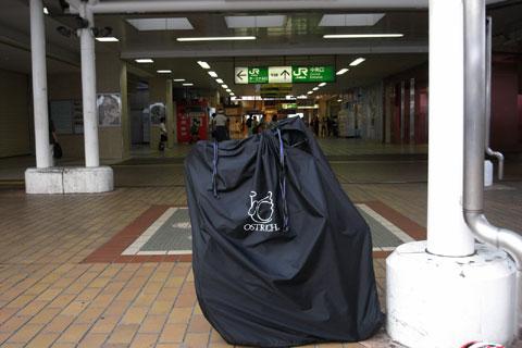 今日の輪行パッキングは手早くできました♪ ここは乗り換えの町田駅。大月までは遠いなぁ~