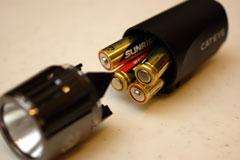 X10csとは異なり,直接電池が入っています。