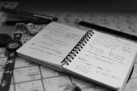 子どもの勉強机の上に無造作に置かれた極秘設計書の中身は……?
