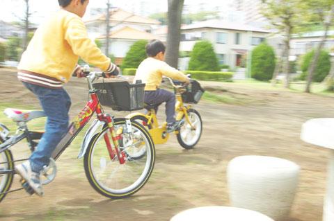 チビ達も自転車大好き。健康のため? 環境のため? 違うだろうなぁ……。