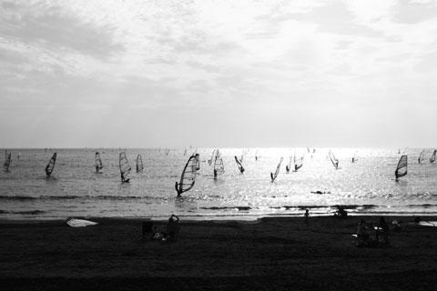 逗子海岸。ここはウィンドサーフィンのメッカ。