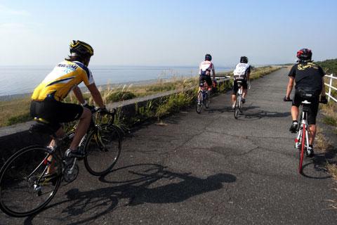 午前中は,まったいらなサイクリングコースをのんびりとウォーミングアップ(^^)
