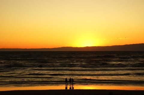 おぉ,美しい夕焼け。もっと長い望遠レンズ持ってくれば良かった~! 【フォトアルバムはこちら~】