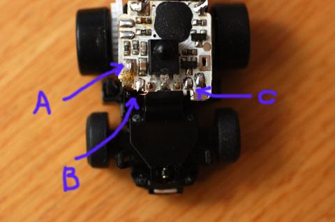リモコンを操作しつつ,テスターでA,B,Cの3カ所の電圧を測定します。