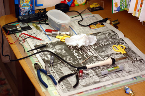 修理用品達。コレを片づける気力も必要です・・・。