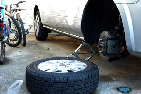 このあと,タイヤをハブに嵌めるのが大変(だって20kgもあるんだもの・・・)